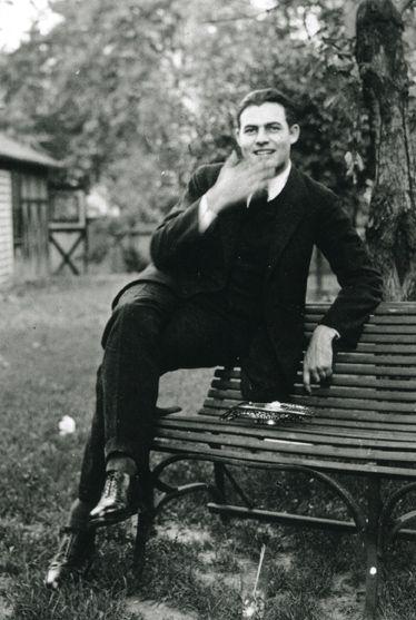 intrepidish:  Ernest Hemingway, ca. 1921