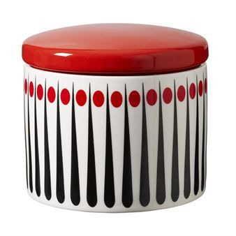The lovely retro looking Amanda jar from Superliving is made of porcelain with a tightly fitting lid and a trendy pattern with stripes and drops. The jar is perfect to use for storage and is also a nice interior detail, maybe for the kitchen or bathroom
