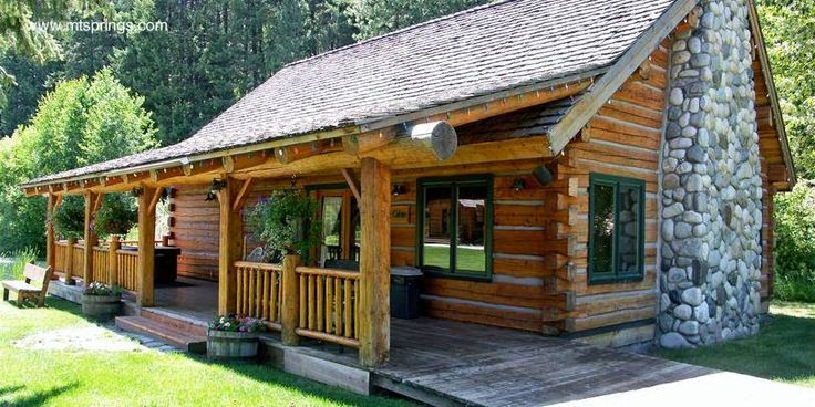 Caba a de troncos con chimenea de piedra jpg 814 407 for Casas de piedra y madera