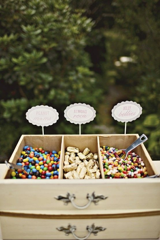 Upcycling: using old drawers as serving bins for a candy buffet, dessert buffet #wedding #diy