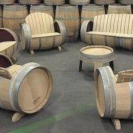 Hergebruik van wijnvaten als meubilair en decoratie.