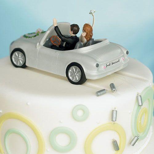 """ケーキトッパー【ロマンチック編】ハネムーン車で走る二人  ハネムーンのロマンチックな車に乗って・・・♪  ナンバープレートは""""Just Married""""☆ 遊び心も溢れるトッパーです^^"""