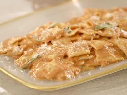Cheese Ravioletti in Pink Sauce Recipe | Giada De Laurentiis | Food Network