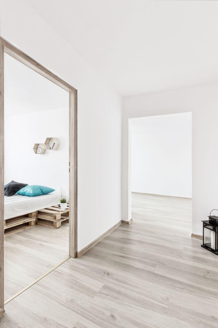 foyer, przedpokój, home staging, mieszkanie w bloku, aranżacja mieszkania, metamorfoza, mały przedpokój, fotografia wnętrz, palety
