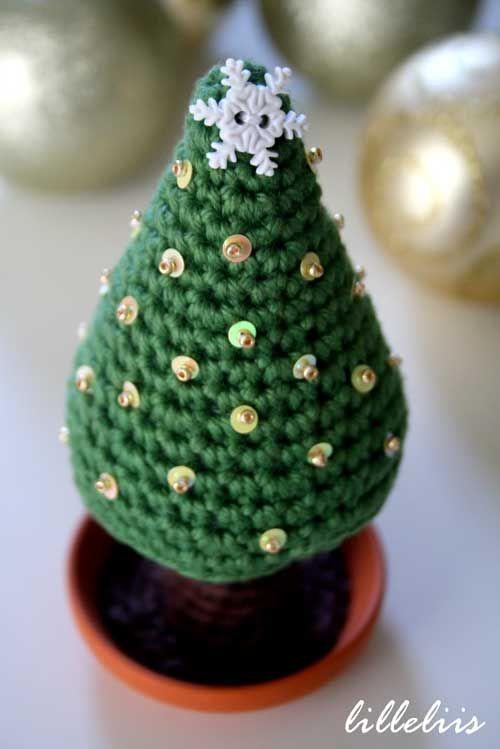 Embellished Christmas Tree Amigurumi Pattern (FREE)
