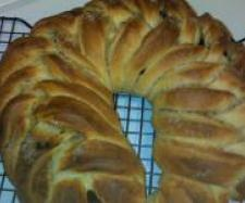 CRANBERRY AND CHERRY BRIOCHE WREATH | Official Thermomix Forum & Recipe Community - can use any filling.