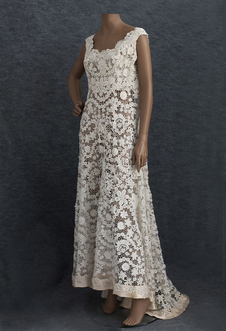 Irish crochet lace wedding dress, c.1912.