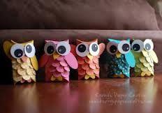 Toilet Paper Roll Owls Check http://www.mamaweetjes.nl/tips-trics/school-traktatie-maken-de-26-leukste-ideeen/ voor meer traktatie ideeën!