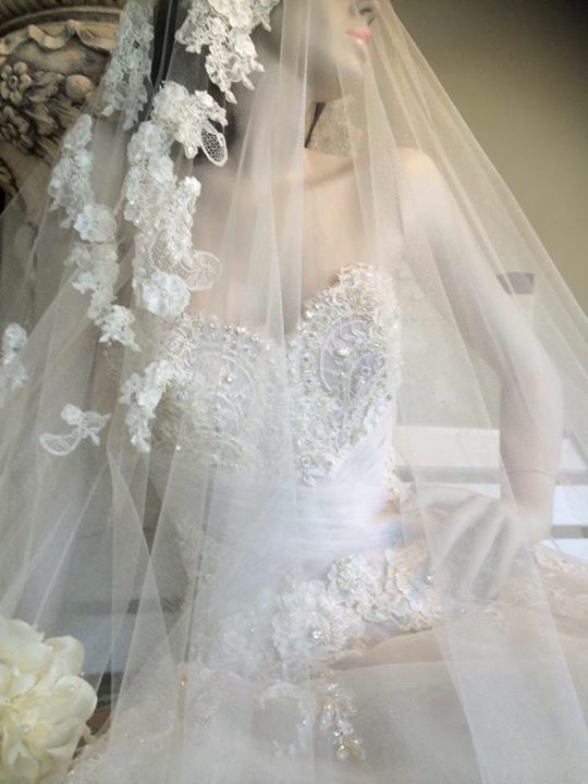 De Lanquez Bridal Window Display