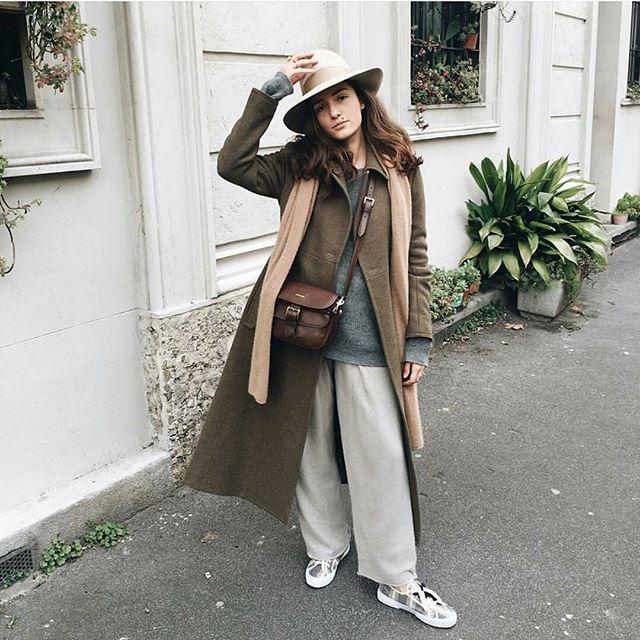 #mulpix Уличный шик. Модный блогер @eleonoracarisi выглядит стильно в кедах Superga Weekend MaxMara.  # #WeekendMaxMara  #weloveitaly  #casual  #sportchic  #fashion  #style  #lux  #chic