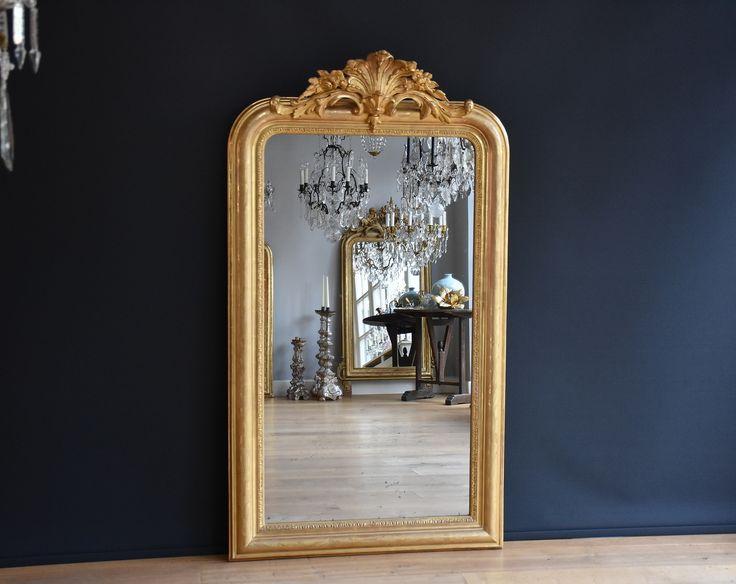www.kroonluchtergalerie.com Antieke Franse spiegel met een kuif (H:155xB:88cm)