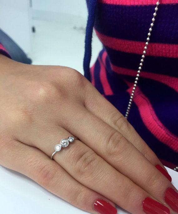 Tres piedra redonda de diamante corte brillante por MichaelGabriels