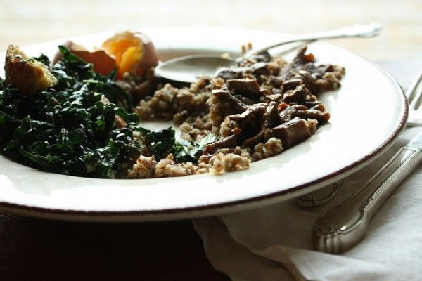 I want to attempt to make all of the food this author/cook blogs about, but this wild mushroom and lemon kale is perfect for the fall.