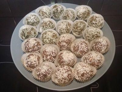 No sugar desserts ! Cocoa and Matcha Bliss Balls