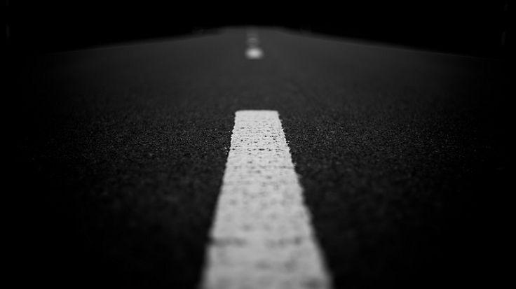 Frasi e aforismi sulla strada e il cammino - http://www.eannunci.com/blog/frasi-e-aforismi-sulla-strada-e-il-cammino/ - #Aforismi, #Cammino, #Frasi, #Strada - Una raccolta di frasi, citazioni e aforismi sulla strada e il cammino: – Quando non potrai camminare veloce, cammina. Quando non potrai camminare, usa il bastone. Però, non trattenerti mai! (Madre Teresa di Calcutta) – La vera moralità consiste non già nel seguire il sentiero ba...