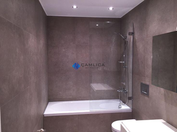 Duvardan menteşeli, içe dışa açılır, yarım kapak duş paneli. Çocuklu aileler için ideal. http://www.camdusakabin.org