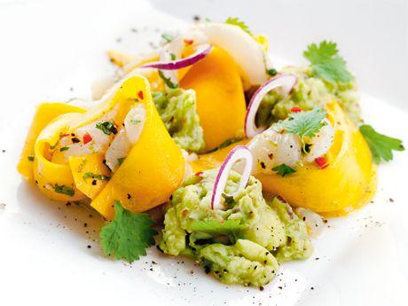 Pilgrimsmusslor med mango och avokadokräm