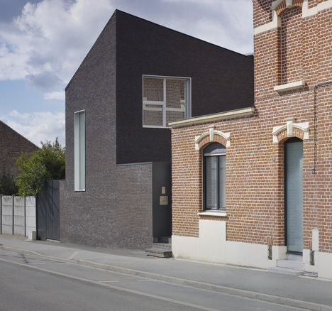 French architect Emmanuelle Weiss has added a contrasting dark brick extension to a red brick house outside Lille