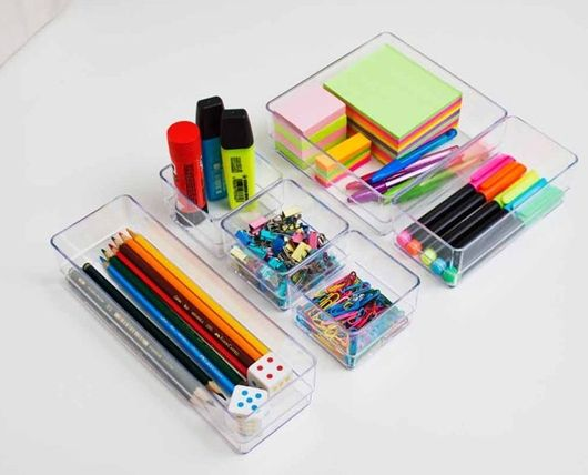 Use divisórias para deixar os materiais organizados dentro de gavetas - Ademilar
