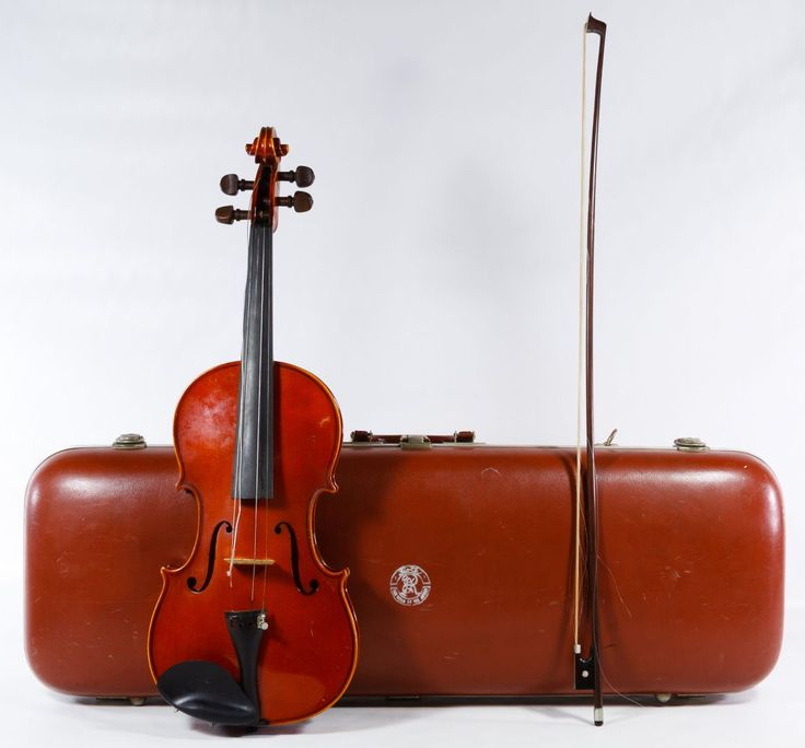 Lot 387: Antonius Stradivarius Replica Violin; Made in West Germany, with bow, strap and Roth marked case