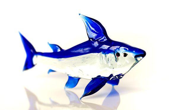 Miniatuur glas blauwe haai beeldje Murano stijl geblazen glas zeevis sculptuur kleine glazen vis beeldje