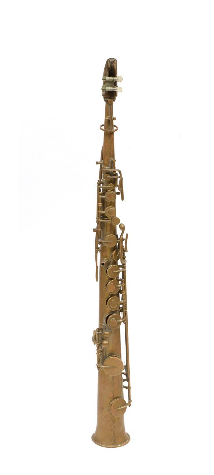 Saxophone Soprano Adolph SAX Daté de 1867 et numéroté 38987. 18 enchères en cours sur www.apollium.fr #Art #Auction #Saxophone #Musicalinstrument