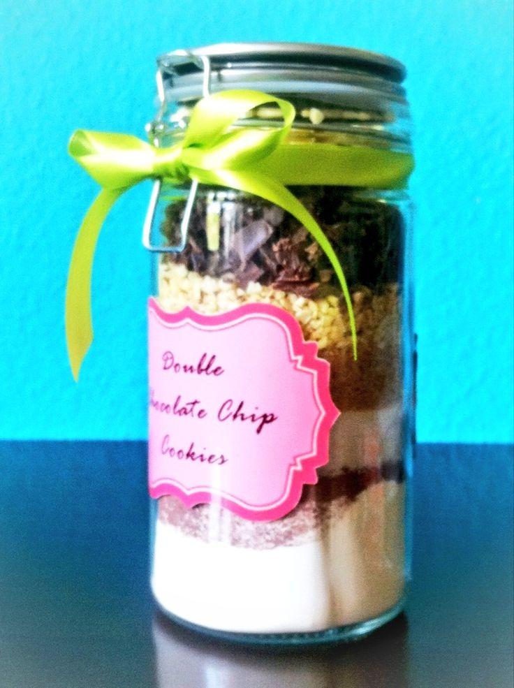 Selbstgemachte Backmischung im Glas für Double Chocolate Chip Cookies, tolle Geschenkidee!