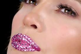 Ideas para hacer un maquillaje original y diferente ¡Arriésgate! #maquillaje #makeup #makeover #tips #ideas #maquillar #ojos #sombra #labios #fantasía #original #diferente