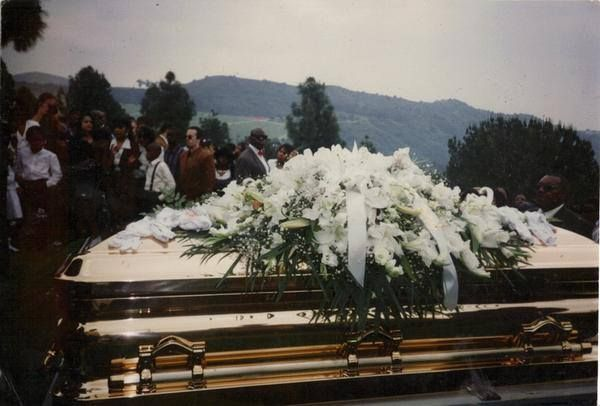 Easy E Funeral: Hiphopaddiction: Eazy E's Golden Coffin. R.I.P.