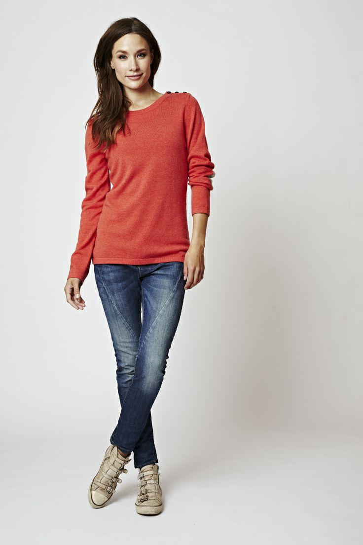 Round neck sweater with buttons on the shoulder in Coral. Love what you wear <3