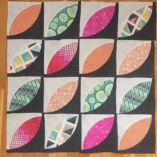 😎loving this alternate layout for my orange peel blocks! #sundaymorning sewing. #aurifil