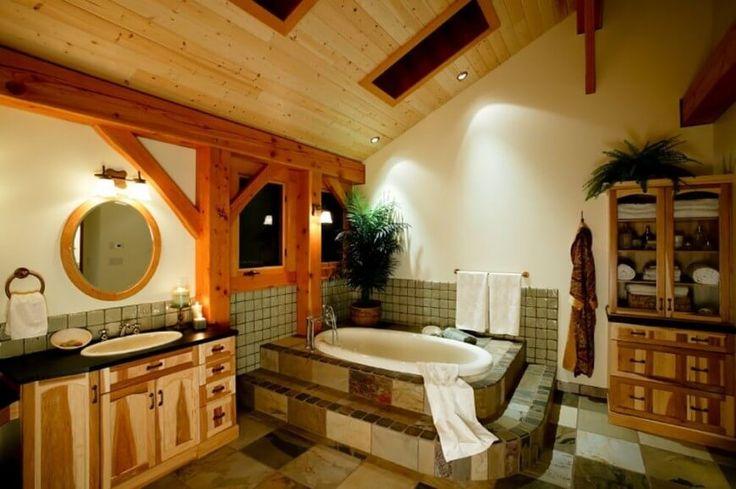 Das ist eine sehr coole Kabine Bad in ausgefallenen Holz. Der Rückgang der Alkoven Badewanne hat Fliesen auf seinen gestuften Schritten sortiert. Die dunklen Granit mit unter montierten Waschbecken sitzt auf einem sehr dekorativen Schrank.