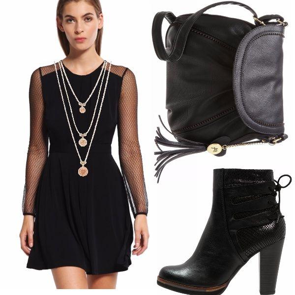 Vestito nero in maglina carinissimo, con maniche lunghe traforate, stivaletti neri in fantasia monocromo, con plateau, borsa con tracolla, collana a tre fili gold rose!