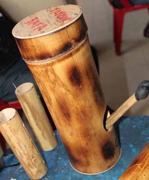 FERNANDO CHAVEZ: Proyecto BANDINAS DE BAMBÚ, Bandas Infantiles, Interculturales Andinas con instrumentos de caña guadua