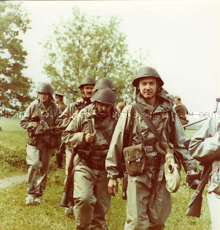 Kampfgruppen-Ausbildung oder -Übung im Gelände | otograf: Herrmann, Henry 1975/1989 (um)