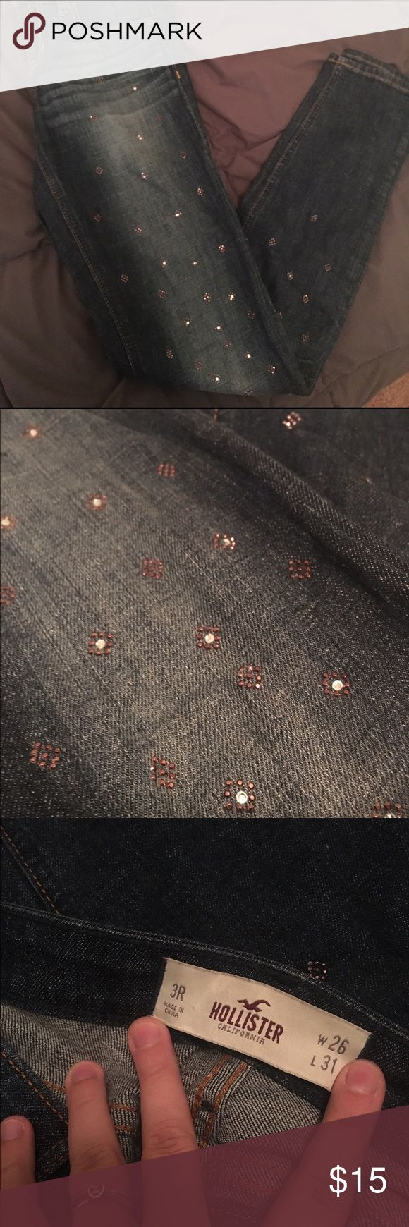 Hollister Embellished Jeggings Size 3R, has little rhinestone embellishments. None of the rhinestones are missing and the jeans have been washed so i think they will definitely stay on forever! Hollister Jeans Skinny