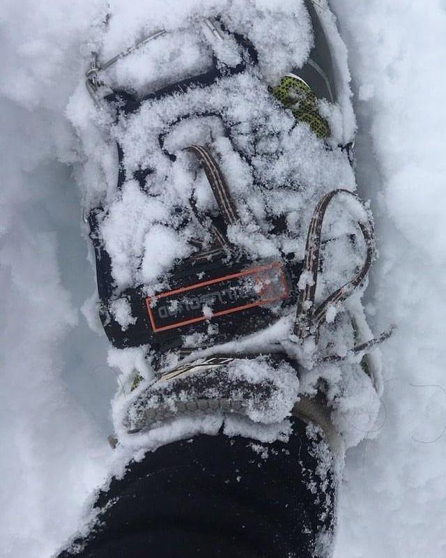 いいね!51件、コメント4件 ― Hillsound®さん(@hillsoundequipment)のInstagramアカウント: 「Don't let snow stop you this weekend 👊 #tgif pc: @makestufftough」