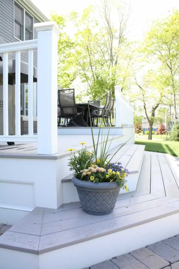 A closer look at this beatiful Azek PVC deck...no rot happening here...now or ever!
