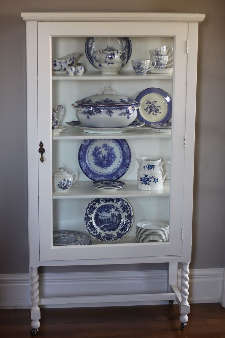 nice display of blue & white china