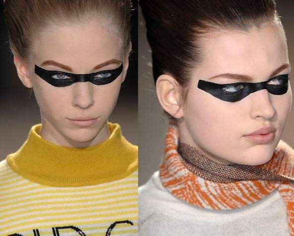 Bank Robber Fashion : with false eyelashes,black eye and face paint
