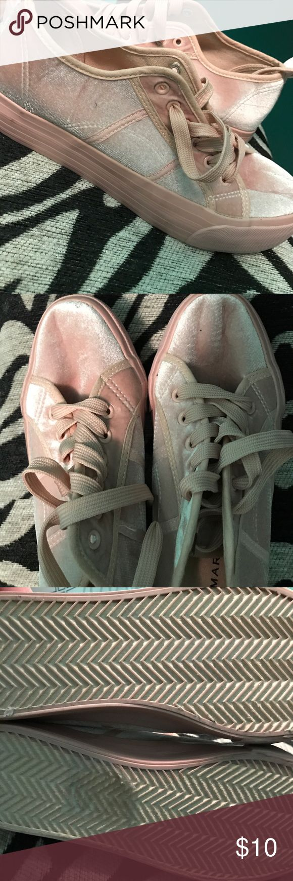 Pink velvet shoes Pink, velvet shoes.  Run a little big, flimsy in the front. Old school look! Love it when trying to dress throwback-ish. primark Shoes Sneakers