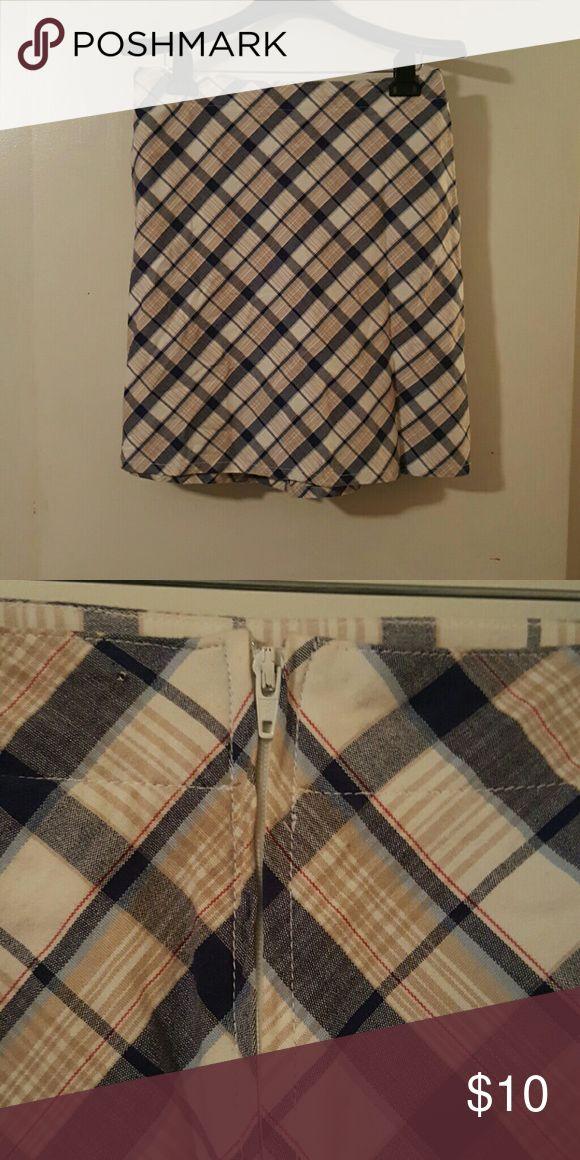 Super Cute Cherokee Brand Skirt Super Cute Cherokee Brand Skirt.....Size 12....97% Cotton 3% Spandex Cherokee Skirts Midi
