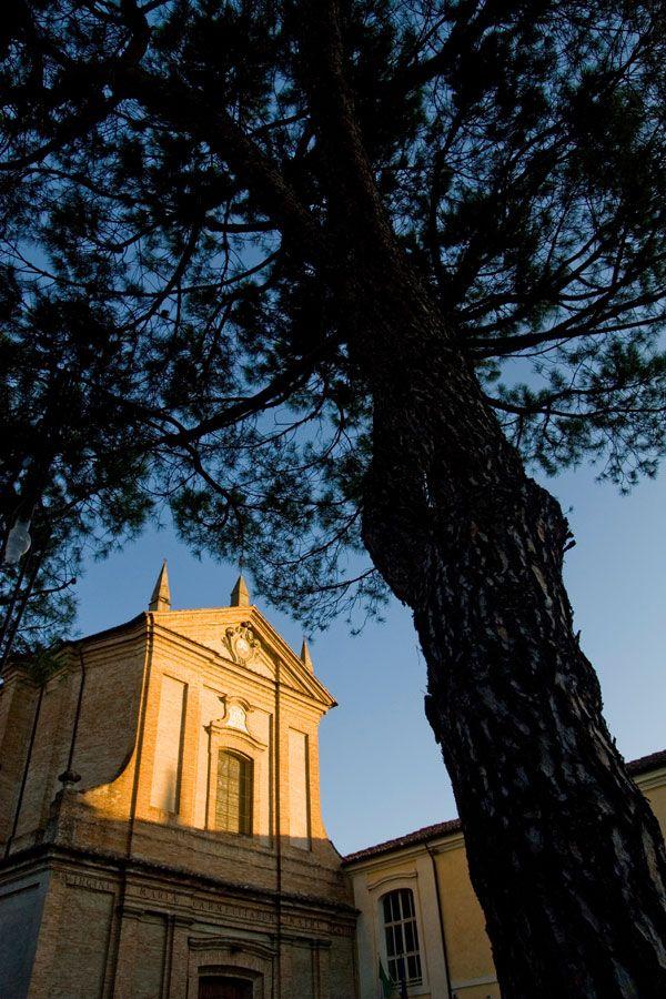 CHIESA DEL CARMINE. La chiesa, appartenente all'ordine dei Carmelitani, fu costruita anteriormente al 1264, come testimonia la data posta su di una campana custodita nella cella campanaria. All'interno della chiesa è conservato l'organo a canne dell'organaro veneziano Gaetano Callido sul quale si esercitava il giovane Rossini. Indirizzo: Via Baracca, 1 #Lugo di #Romagna. Tutte le info qui: http://www.romagnadeste.it/it/9-lugo/i545-chiesa-del-carmine.htm