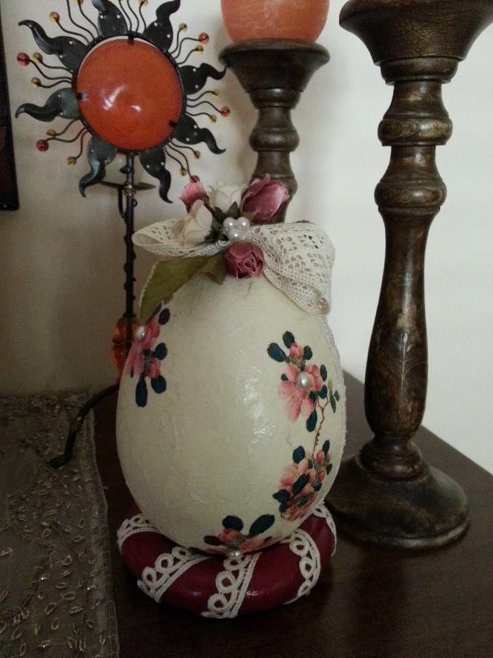 Uovo di Pasqua in polistirolo decorato a mano...