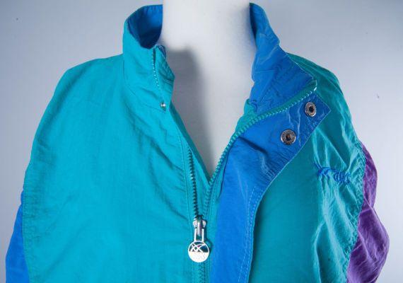 Vintage ASICS jacket 90s windbreaker activewear by MiauhausLook
