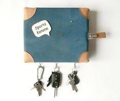 Für Sportlehrer und alle, die von der Turnmatte nicht genug bekommen: Witziges Schlüsselbrett aus einer alten Turnmatte. Upcycling-Trend. Geschenk kaufen von zwischenPol via DaWanda.com