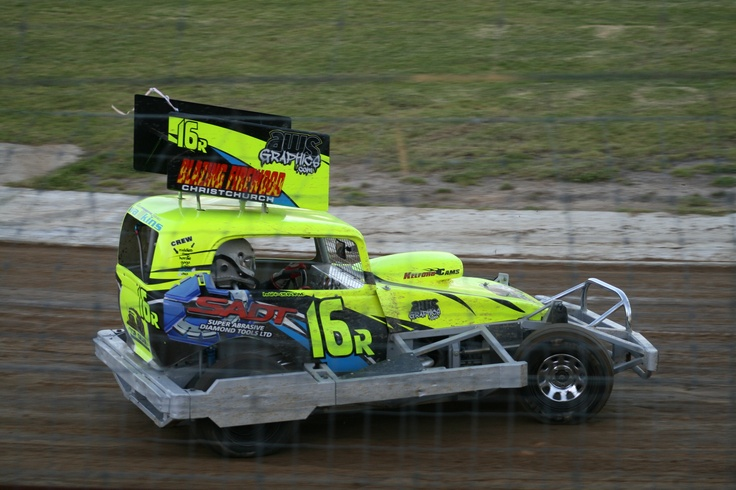 Mark Osbornein the Top Gear chassis also racing at Huntly Speedway