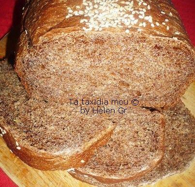 Αυτό το υπέροχο ψωμάκι με το έντονο σοκολατένιο χρώμα και την ιδιαίτερη γεύση με πηγαίνει πίσω στα πρώτα σχολικά μου χρόνια! Τότε το είχα...