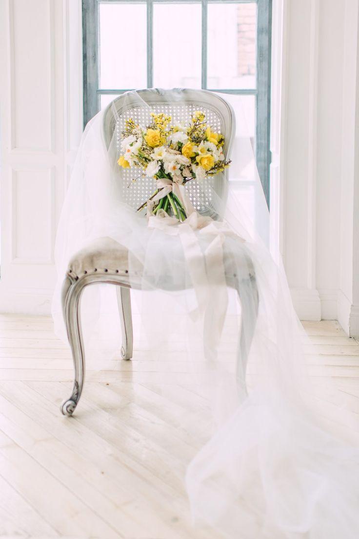 Солнечно-желтый букет невесты, фотосессия в студии