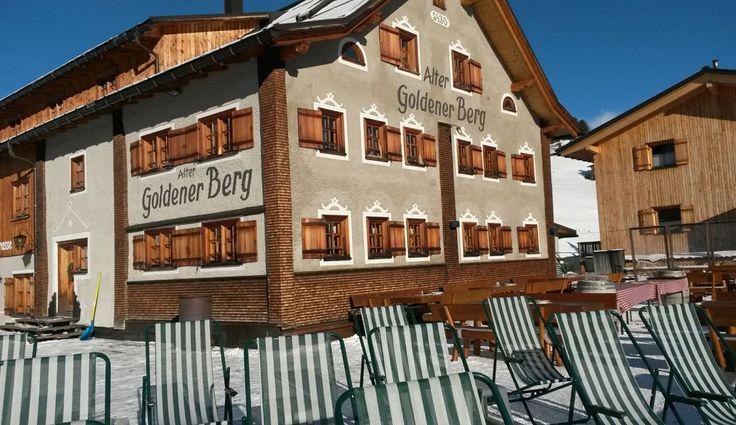 Die Sonnenterrasse des Altern Goldenen Bergs im Winter - Sonne tanken und die herrliche Aussicht genießen! #Lech #Arlberg #Sonnenterrasse #AlterGoldenerBerg